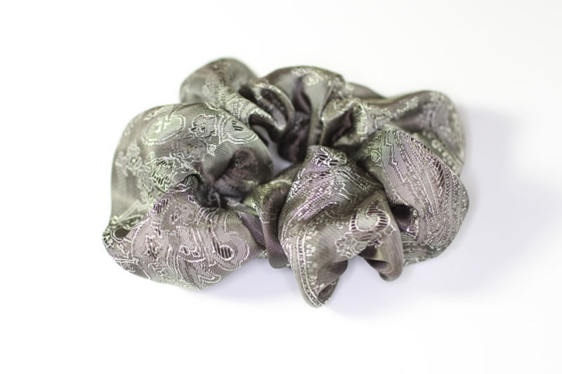 Jacquard Silk Scrunchie - Ivory and Slate Weave